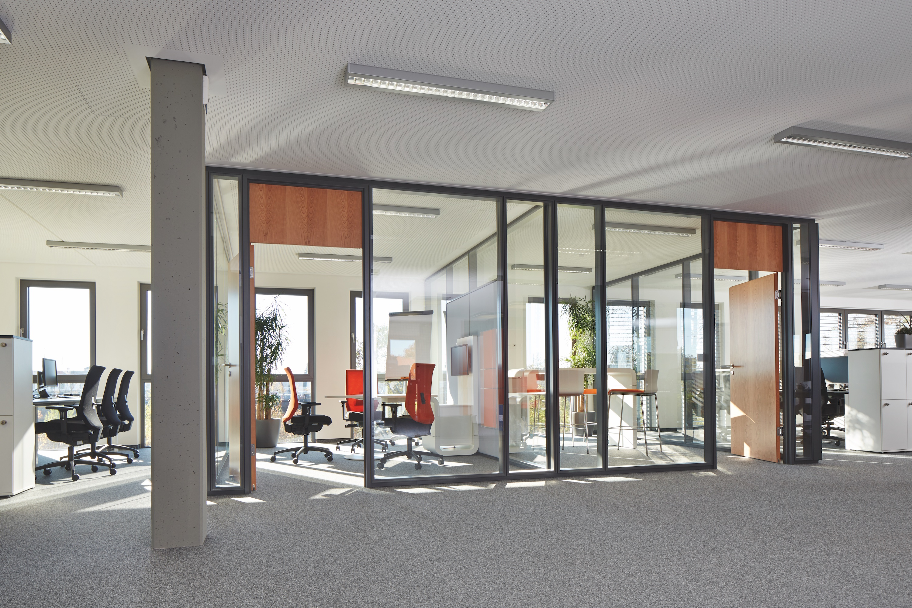 T-CON GmbH Co. KG Plattling Modernes Büro © by Dauphin-Group